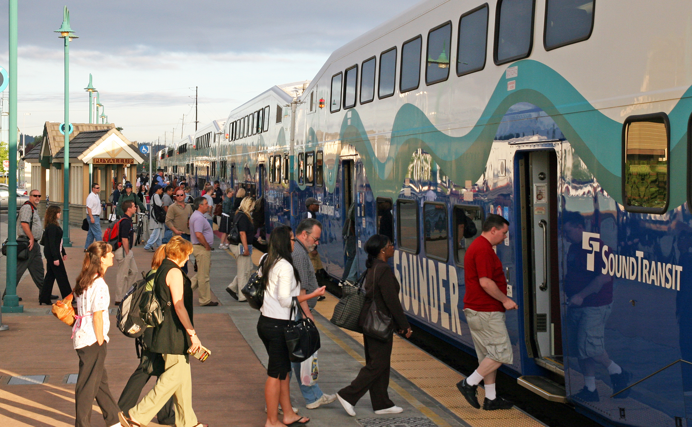Image of Puyallup Station riders boarding