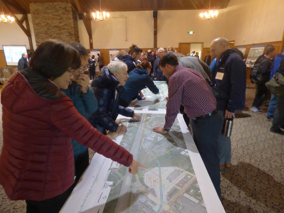 Lynnwood area community members join a recent open house to learn more about the link extension.